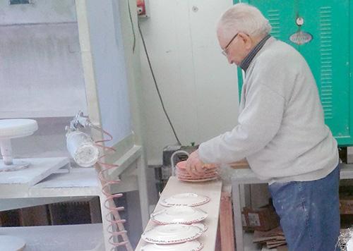 Don Cesare al lavoro nel suo laboratorio
