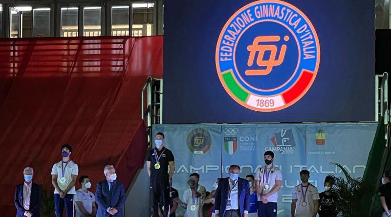 Tommaso De Vacchis è il nuovo campione italiano ASSOLUTO al cavallo con maniglie di bronzo alla sbarra 1